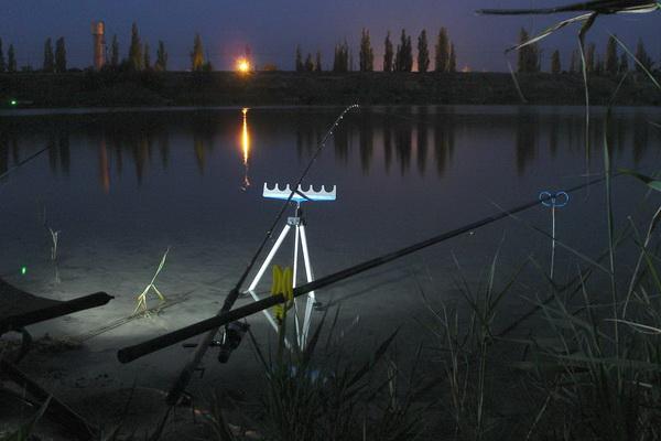 ночная рыбалка с фонарем