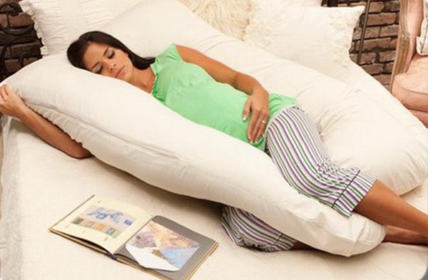 Нужна ли беременной особенная подушка?