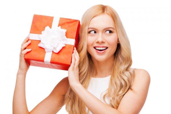 Какой подарок купить любимому человеку?