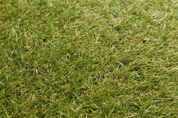 Каковы преимущества и достоинства искусственного газона?
