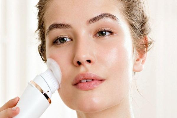 Как правильно очистить кожу лица?